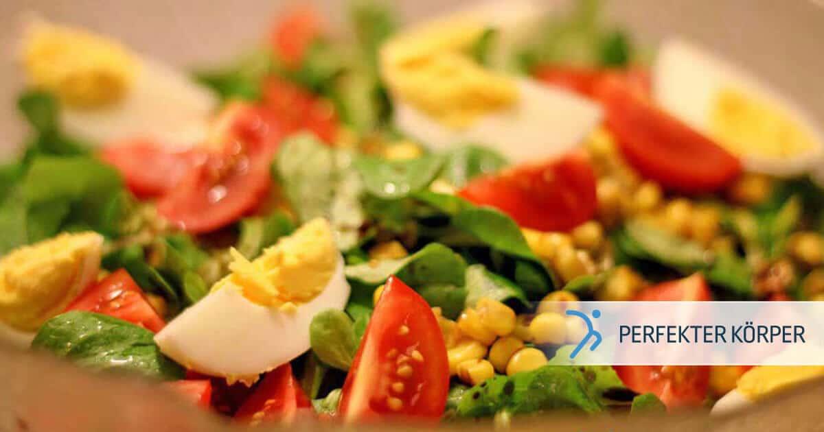 PK-rezepte-Feldsalat-mit-Tomaten-Mais-und-gekochten-Eiern