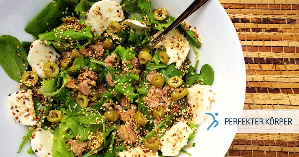 Mediterraner Salat mit Sesam