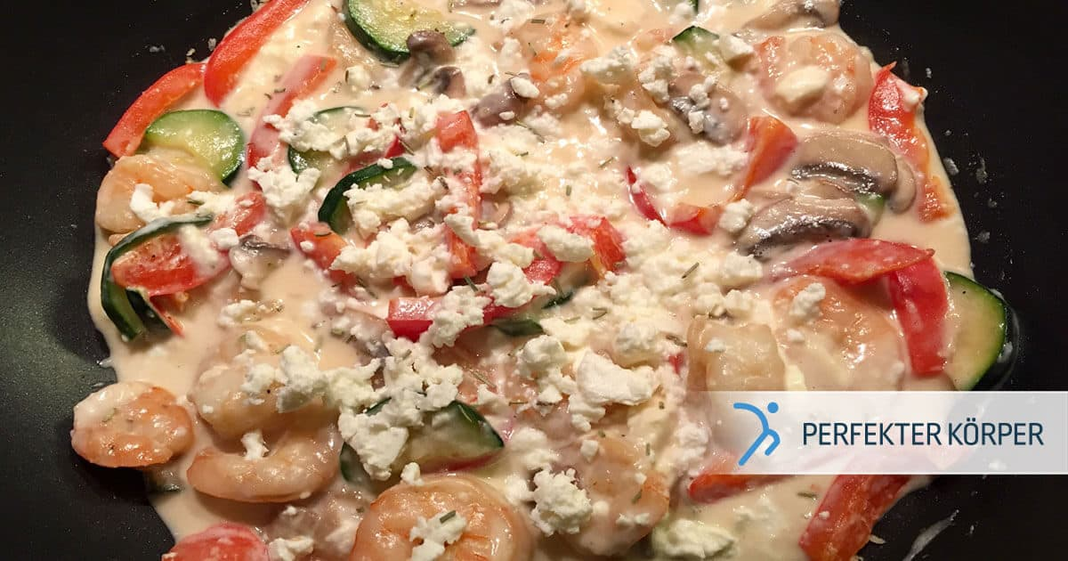 PK-rezepte-Mediterrane-Pfanne-mit-Garnelen-Champignons-und-Feta