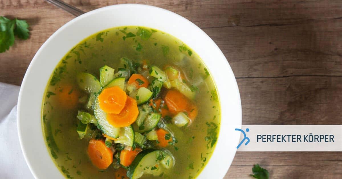 Leichte Gemüsesuppe mit Kräutern