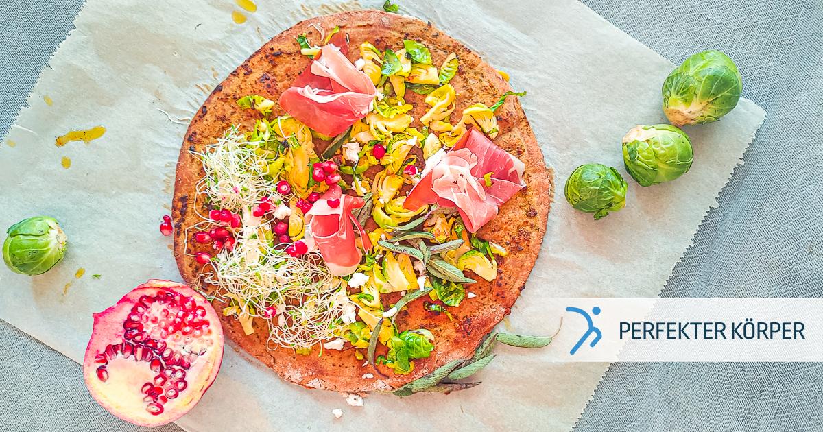 Pizza aus Roggenmehl mit Salbei und Granatapfel