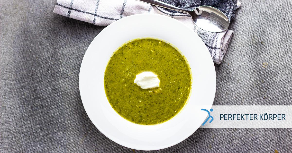 Brokkoli-Cremesuppe mit saurer Sahne